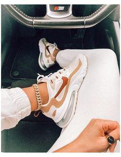 Nike Vans, Tenis Nike Air, Cute Nike Shoes, Cute Nikes, Nike Air Shoes, Good Shoes, Nike Shoes Outfits, Running Shoes Nike, Adidas Shoes