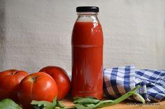 Bulion de rosii - reteta mamei mele. Acest suc de rosii (tomate) este grozav! Bulionul de casa se prepara usor si rezista bine in camara, fara conservant. Yummy Food, Tasty, Ketchup, Hot Sauce Bottles, Dips, Cooking Recipes, Urban, Sauces, Health Foods