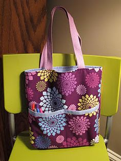 OK it's not madras fabric but it IS the Madras Tote pattern from Anna over at Noodlehead - it was the free pattern she posted as part of. Sewing Projects For Kids, Sewing For Kids, Sewing Crafts, Sewing Tutorials, Sewing Patterns, Bag Tutorials, Bag Patterns, Tutorial Sewing, Library Bag