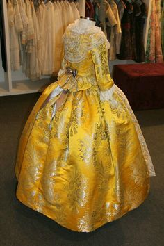 F Beautiful Dresses, Victorian, Gowns, Costumes, Lace, Valencia Spain, Skirts, Fabric, Regional