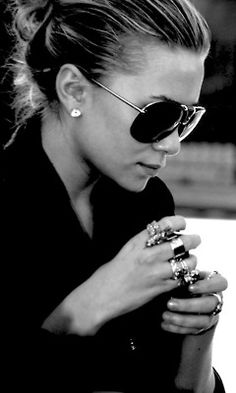 great profile and Im never bold enough to do a ring on every finger but if she can I can!