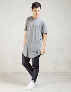 KNYEW Grey Distressed E-long Scoop T-shirt Model Picture