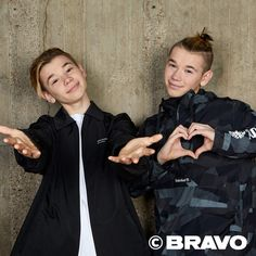 Sexy m+m love 😘😘😘😘😘😘😘😘 Surf Girls, Kitesurfing, Michael Jordan, Love Twins, Bars And Melody, Dream Boyfriend, You Are My Life, Surfer, Cute Gay