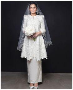 Muslim Wedding Gown, Malay Wedding Dress, Kebaya Wedding, Muslimah Wedding Dress, Muslim Wedding Dresses, Wedding Dress Styles, Dream Wedding Dresses, Bridal Dresses, Wedding Gowns