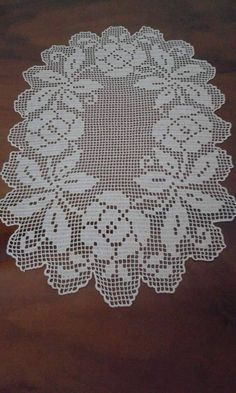 This Pin was discovered by Zey Crochet Dollies, Crochet Doily Patterns, Crochet Art, Crochet Purses, Thread Crochet, Crochet Designs, Filet Crochet Charts, Fillet Crochet, Unique Crochet