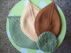 beautiful washcloth pattern, nice gift set.