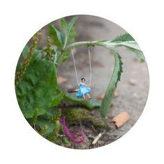 Little People - A tiny street art project by Slinkachu, February 2015 Miniature Photography, Toys Photography, Art Des Gens, Working Drawing, Tiny World, Wow Art, London Art, People Art, Art Plastique