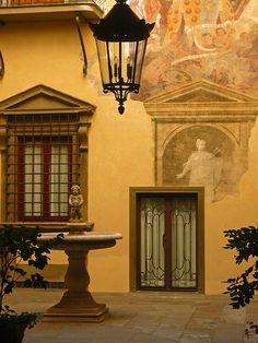 Firenze - borgo Albizi interno di palazzo  #TuscanyAgriturismoGiratola