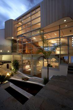 Rolf Ockert designed the R House for a family in Sydney, Australia.