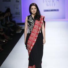 kavita-bhartia-at-amazon-india-fashion-week-2007-17