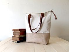 Eco-Large mit Reißverschluss Canvas Tote Light Brown von metaphore