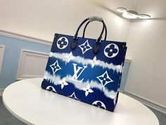 FORUBAGS LOUIS VUITTON ONTHEGO GM M45120 - forubags.ru Louis Vuitton Designer, Louis Vuitton Monogram, Jelly Bag, Everyday Bag, Tote Bag, Large Tote, Cowhide Leather, Fashion Bags, Collection