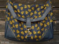 """Smilla"" von Henry Anura: http://de.dawanda.com/product/100528919-schnittmuster-kameratasche-smilla-pdf-ebook"