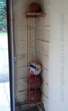 build your own ball holder, corral, smart, clever, toy box. Awesome tutorial on how to make this for your garage! Garage DIY Ball Corral - welcome to the woods Diy Projects Garage, Home Projects, Outdoor Projects, Easy Projects, Project Ideas, Ball Storage, Diy Storage, Storage Ideas, Storage Hacks