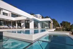 Contemporary villa in - Santa Ponsa - Mallorca Santa Ponsa Mallorca, Multi Million Dollar Homes, Modern Door, Expensive Houses, Balearic Islands, Cool Pools, House Goals, Exterior Design, Modern Architecture
