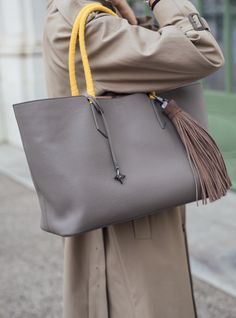 The Anna Maxime bag is made of the softest italian leather and is available in three sizes. You can even personalize your handles. New Soul, The Breakfast Club, Gift Vouchers, Italian Leather, Bucket Bag, Personalized Gifts, My Design, Anna, Bags