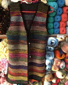 Crochet Vest Pattern, Sweater Knitting Patterns, Crochet Stitches, Crochet Patterns, Crochet Waistcoat, Crochet Jacket, Crochet Clothes, Diy Clothes, Crochet Baby