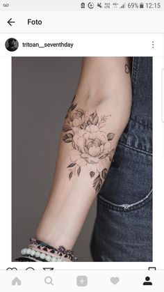 Love this❣ I would add color to it Rose Tattoos, Flower Tattoos, Body Art Tattoos, Sleeve Tattoos, Piercings, Piercing Tattoo, Unique Tattoos, Beautiful Tattoos, Small Tattoos