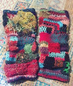 レッグウォーマーのオーダーが来たので自分のを撮影して先方様に送った。イメージ伝わったかなぁ? freeformcrochet #freeformknitting #freeformknit #crochet #かぎ針編み #編み物 #手編み #handknit #handmade #ニット Fingerless Gloves, Knit Crochet, Knitting, Cuffs, Socks, Fingerless Mitts, Fingerless Mittens, Tricot, Arm Warmers