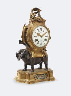 Pendule à l'éléphanten bronze patiné et doré.XVIII° siècle.PhotoEurop Auction
