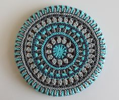 Svenska här I don't know if you use these cork trivets from IKEA? In Sweden you will find them in almost every household. IKEA has sold them for ages, they are handy and durable, and they hav… Crochet Mandala Pattern, Crochet Motifs, Crochet Dishcloths, Crochet Blocks, Crochet Chart, Free Crochet, Crochet Patterns, Crochet Rugs, Bag Patterns
