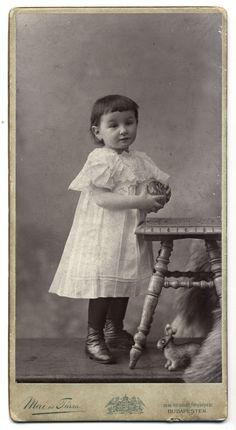 https://flic.kr/p/bxYzza | Untitled | photographer:  Mai és Társa - Budapest  ca: 1896-1900