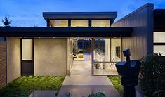 Hillside Modern. Timeless materials like oak, walnut, glass and steel combine with modern details to frame simple volumes filled with natural light. Photo: Benjamin Benschneider