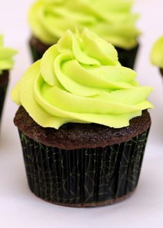 Glow in the dark cupcakes!! Needs a black light though.....Frozen frosted cupcake dipped in tonic water/gelatin