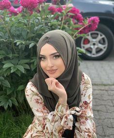 Islamic Girl, Girl Hijab, Beautiful Hijab, Hijab Fashion, Beautiful People, Pretty, Hijabs, Pictures, Purple
