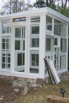 Great Green House made from recycled windows...now how to get my husband to make it!