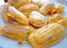 De délicieuses petites madeleines pour l'apéritif, c'est fashion !!! Voici une recette toute simple de madeleines à présenter à vos invités ! Tomate et mozzarella font bon ménage ! N'oubliez pas de bien assaisonner votre préparation car la tomate risque...