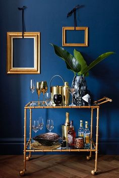 A bar-cart is a good idea now that Autumn is here. Those cosy nights in need refreshments after all. You are in the right place about art deco interior design Here we offer you the most beautiful pict Bar Cart Styling, Bar Cart Decor, Home Living Room, Living Room Designs, Living Room Decor, Teal Living Rooms, Canto Bar, Pantone 2020, Blue Rooms