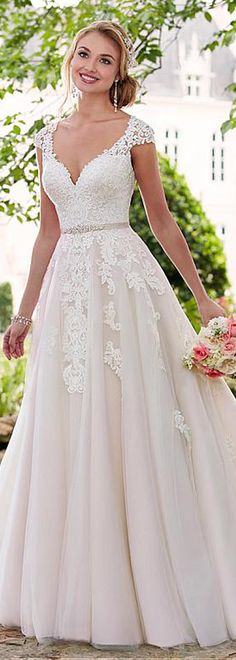Junoesque Tulle V-neck Neckline Natural Waistline A-line Wedding Dresses With Lace Appliques