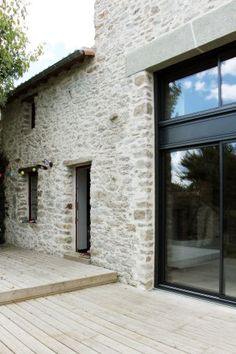 Cout Extension Maison, Barn House Conversion, Weekend House, Mediterranean Homes, Stone Houses, Classic House, Architecture Details, Home Deco, Exterior Design