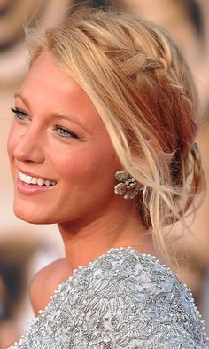 Blake Lively IS flawless beauty. One of the many things I love about her is her hair. She always has new styles and her hair always looks so healthy! My Hairstyle, Pretty Hairstyles, Wedding Hairstyles, Wedding Updo, Wedding Makeup, Hairstyle Ideas, Casual Wedding Hair, Perfect Hairstyle, Romantic Hairstyles