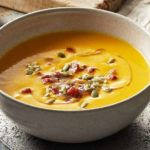 Pumpkin cream soup with chorizo with thermomix Thermomix recipe Quick Soup Recipes, Bean Recipes, Cream Of Pumpkin Soup, Cream Soup, How To Cook Chorizo, Fat Burning Soup, Soup With Ground Beef, Soups And Stews, Nutella