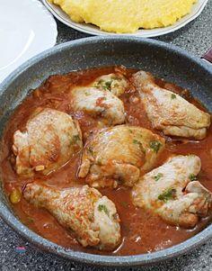 Ostropel de pui. Cea mai simplă mâncare de pui cu sos de roșii - Lecturi si Arome Bacon, Chicken, Ethnic Recipes, Food, Mariana, Bebe, Essen, Meals, Yemek