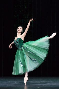 Russian prima ballerina Evgenia Obraztsova in 'Emeralds' from George Balanchine's ballet 'Jewels' during the Bolshoi's London Season at the Royal Opera House, Photo by Foteini Christofilopoulou. Ballet Art, Ballet Dancers, Ballerinas, City Ballet, Shall We Dance, Just Dance, Russian Ballet, Bolshoi Ballet, Ballet Photography