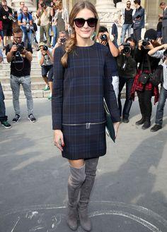 Primero fue Nueva York, luego Londres y ahora París. Olivia Palermo no falta a una semana de la moda y esta vez la vimos con un look de lo más trendy: minivestido de cuadros con cremalleras de Zara, botas mosqueteras en gris y cartera en verde.
