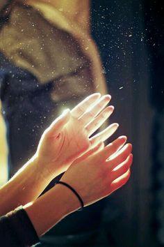 """واني استحق من يُرش السكر في سمائي ... ويهديني من الورد حلوي قطن ... ويضع لي علبه تحتوي ضحكه وقصيده واغنيه ... ومن يغرم بي وكاني آخر نساء العالمين ... امنيه مجنونه ان تصنع لي من اضلاعك منزلا"""" ... تجعل لي من اوردتك قناديلا"""" حمراء ... ودقات قلبك موسيقاي الهادئه ... فـ انا امراه مُرة المزاج ... وعنيدةُ الطبع ... لايليق بي الا رجل من سُكر ☆彡"""