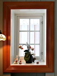 Nordre Muggerud på Skollenborg er restaurert i Louis Seize-stil, som er den eldste av de klassiske byggestilene. Der hvor det ikke fantes originale lister fra det gamle huset ble det brukt lister fra Stiltres klassiske sortiment. Interiøret og fargene som er valgt står også svært godt til stilen. Dette gir en helhetsfølelse. Louis Seize, Windows, Ideas, Home, Ad Home, Homes, Thoughts, Haus, Ramen