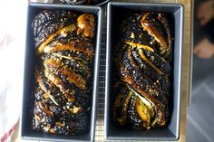 Ottolenghi chocolate krantz cake (babka, really), adapted by Smitten Kitchen. I used more sugar and coco in the filling bc it was too runny. Next time I'd add the nuts, and also use all the syrup called for the in the original recipe. Easy and delicious. Chocolate Babka, Best Chocolate, Krantz Cake, Kitchen Recipes, Cooking Recipes, Babka Recipe, Delicious Desserts, Dessert Recipes, Smitten Kitchen