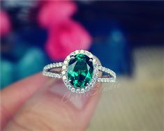Gorgeous and classic oval design Emerald ring with 925 sterling silver, perfect as engagement/wedding ring, birthday or anniversary gift, etc.  Our