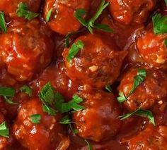 Spaanse gehaktballetjes met salsa Tapas Buffet, Best Tapas, How To Cook Meatballs, Albondigas, Happy Foods, Food Themes, Daily Meals, Salsa, High Tea