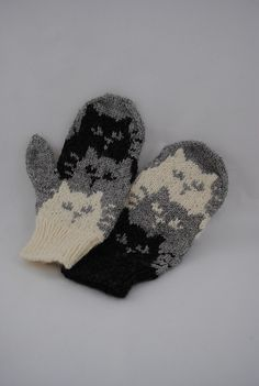 Ravelry: Project Gallery for Moggies pattern by Barbara Gregory Loom Knit Hat, Knit Mittens, Loom Knitting, Knitting Patterns Free, Baby Knitting, Knitted Hats, Knit Crochet, Crochet Patterns, Finger Knitting