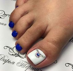 Blue toe nails with white and jewels Pretty Toe Nails, Cute Toe Nails, Pretty Toes, Fancy Nails, Pretty Pedicures, Pedicure Designs, Pedicure Nail Art, Toe Nail Designs, Fall Pedicure