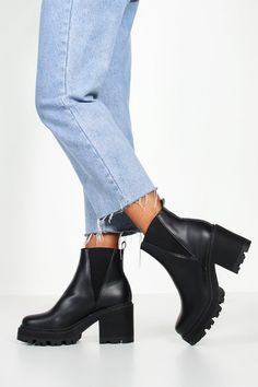 Cute Shoes, Me Too Shoes, Black Boots Outfit, Black Chelsea Boots Outfit, Chelsea Boots Heel, Chunky Boots, Latest Shoes, Jelly Sandals, Block Heels