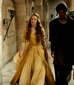 Reign Dresses, Golden Dress, Fairytale Fashion, Mode Kpop, Fantasy Gowns, Turkish Fashion, Period Outfit, Medieval Dress, Narnia