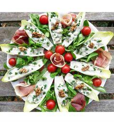 Idée apéritif léger : des endives légumes et noix