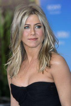 Jennifer Aniston - I love her hair! Middle Length Haircuts, Haircuts For Long Hair, Layered Haircuts, Straight Hairstyles, Summer Haircuts, Medium Straight Haircut, Medium Hair Cuts, Medium Hair Styles, Long Hair Styles